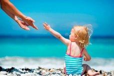 Как приучить ребенка к морской воде?