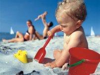 Що потрібно взяти у відпустку з малюком?